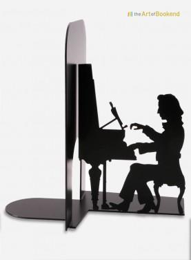 Le serre-livres Chopin assis devant son piano. Acier découpé laser. Dimension 19 cm
