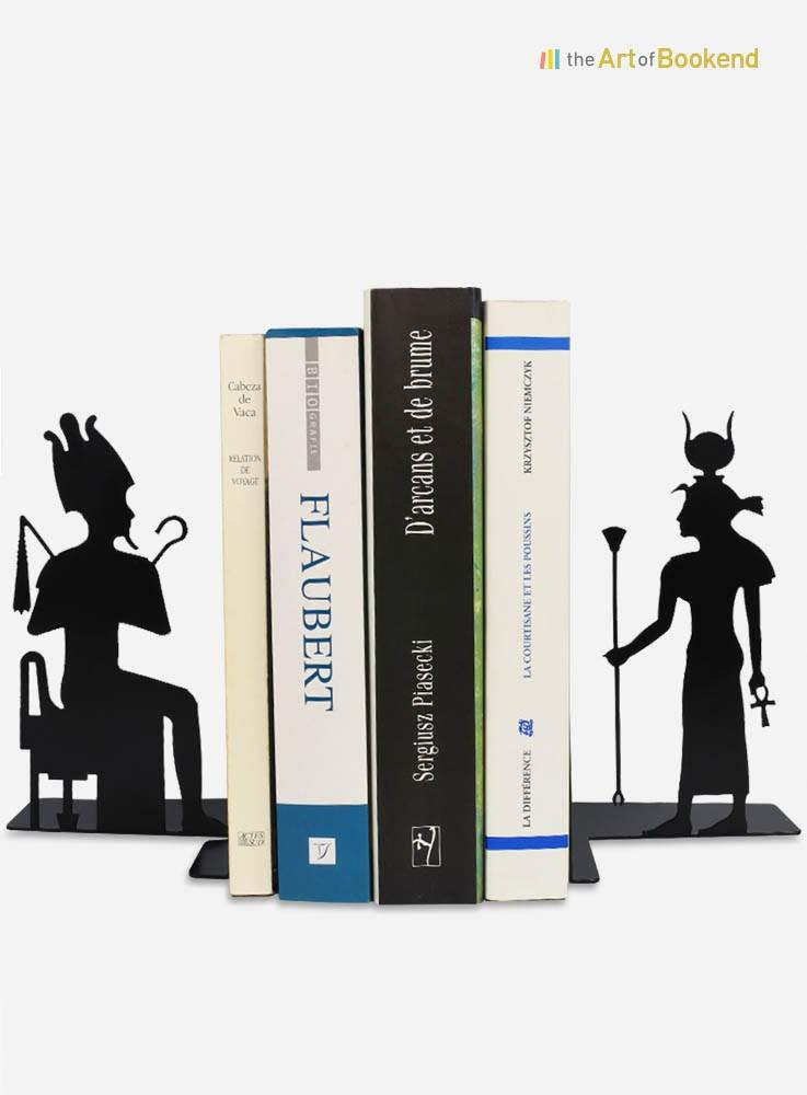 Superbe paire de serre-livres Isis et Osiris sur le thème de l'Egypte ancienne. Hauteur 19 cm