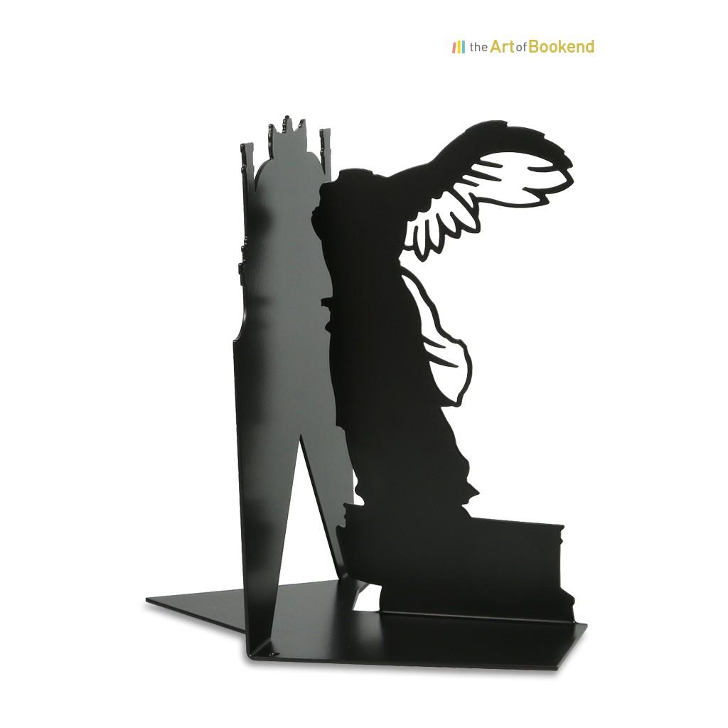 Serre-livres la Victoire de Samothrace d'après la statue présentée dans la galerie du musée du Louvre. Hauteur 19 cm