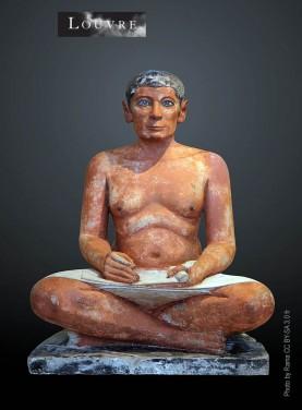 Statue égyptienne  du scribe accroupi découverte à Saqqara en 1850. Exposée au musée du Louvre