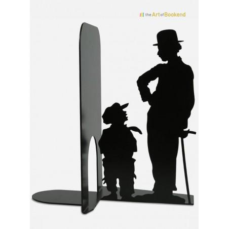 Serre-livres Charlie Chaplin Charlot dans le film The Kid. Création en métal fabriquée dans l'Union Européenne. Hauteur 19 cm
